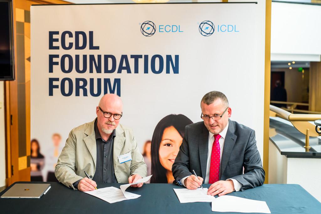 Christer Berg och Damien O'Sullivan, vd ECDL - ICDL Foundation