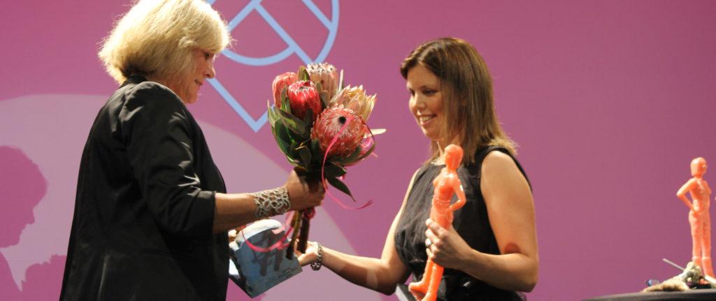Petra Sjöström, ordförande Dataföreningen Sundsvall och pristagare Lisa Sällvin. Foto: Lisbeth Zetterberg.