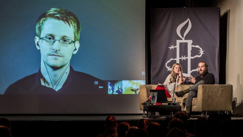 Bild från när Edward Snowden var med på länk till Amnesty UK 2015. Foto: Rudi Netto